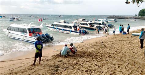 popular boat location  bali  nusa lembongan island
