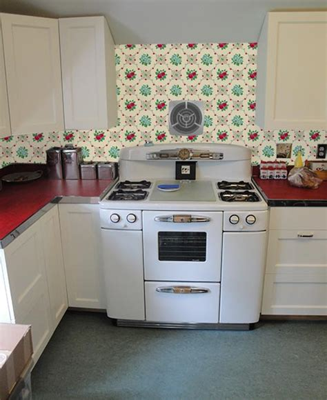 How To Put Up Kitchen Backsplash by Wallpaper The Backsplash Deb Wants Our Help With Her