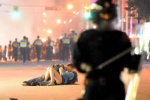 Vancouver Riot Kiss Meme - vancouver riot kiss becomes internet meme features abc