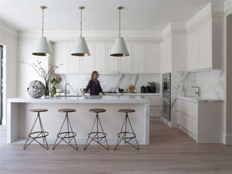 kücheninsel mit beinen moderne wei 223 e k 252 chen k 252 cheneinrichtung in wei 223 planen