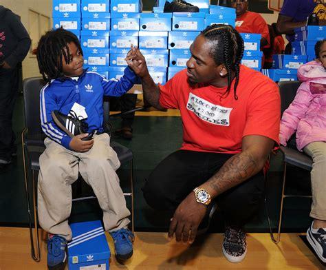 Adidas Shoe Giveaway - 1000 shoes for 1000 smiles christmas shoe giveaway zimbio