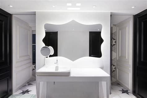 Impressionnant Table De Jardin Coloree #5: Appartement-chinois-déco-colorée-salle-de-bain-noir-et-blanc-rétro-chic.jpg