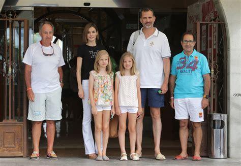 las hijas de espana los reyes felipe y letizia acuden a la 250 ltima jornada de regatas con sus hijas
