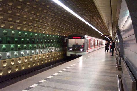 dove soggiornare a praga metropolitana di praga fidelity viaggi