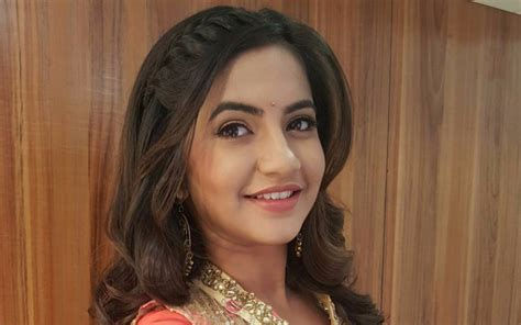 meera biography in hindi meera deosthale biography personal details career and