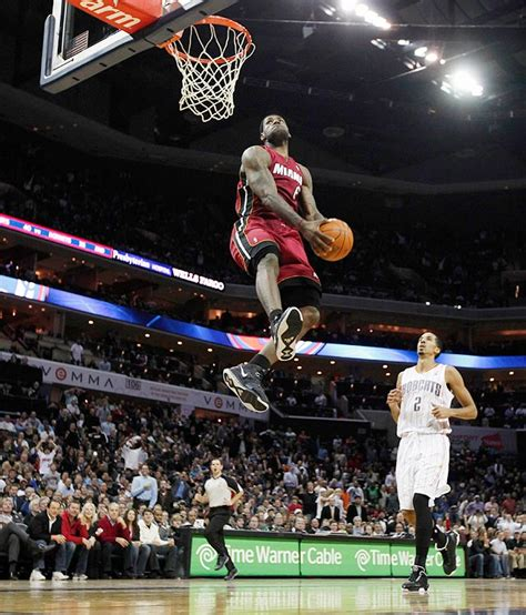 best basketball shoes for dunking top dunks of lebron king of miami