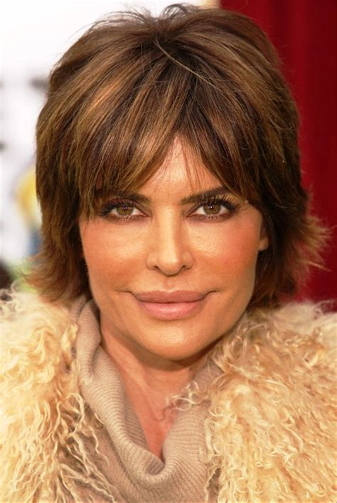 womens medium length layered razor cut hairstyle pictures of lisa rinna layered razor cut for women