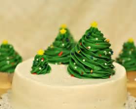 Wilton Decorator Icing Beki Cook S Cake Blog Simple Christmas Cake
