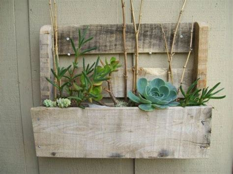 outside wall planter made from pallet honeydo
