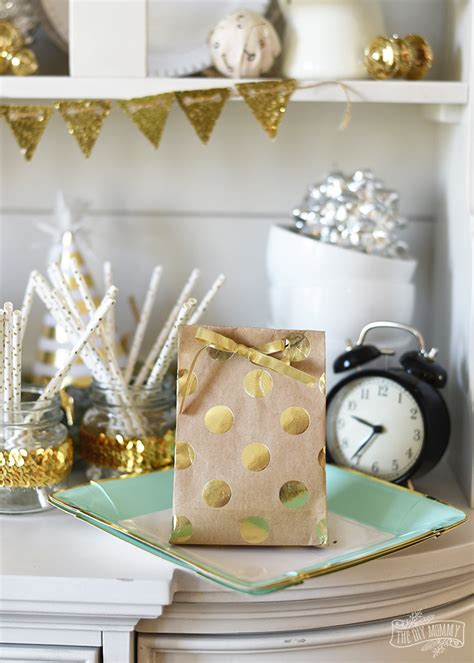 diy wrapping paper gift bag tip tuesday the diy