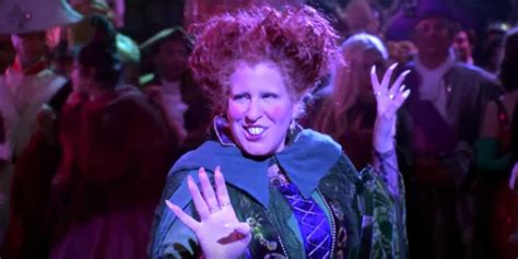 bette midler hocus pocus 2 bette midler reprises hocus pocus for hulaween costume