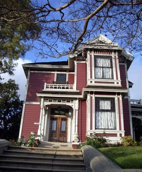 charmed house halliwell manor location comic vine