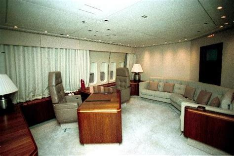 air force one bedroom file president s office aboard air force one jpg