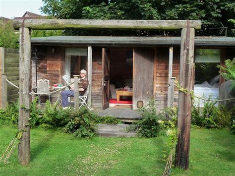 magic cottage cosy wood cabin hill inglaterra