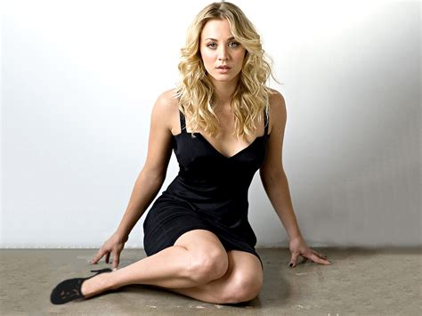 kaley cuoco height kaley cuoco weight kaley cuoco measurements kaley cuoco height weight body measurement age bra