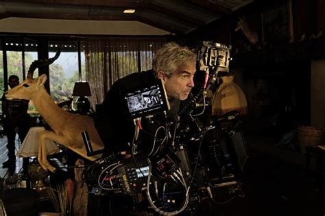 alfonso cuaron and roma alfonso cuar 243 n film making is the most beautiful
