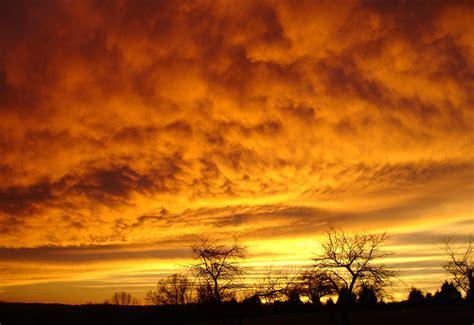 gambar matahari terbit matahari terbenam sinar