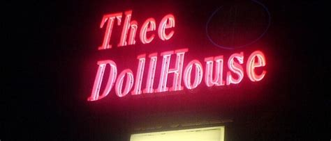 thee doll house 813 magazine lawsuit alleges thee dollhouse owes dancers 3 7 million 813 magazine
