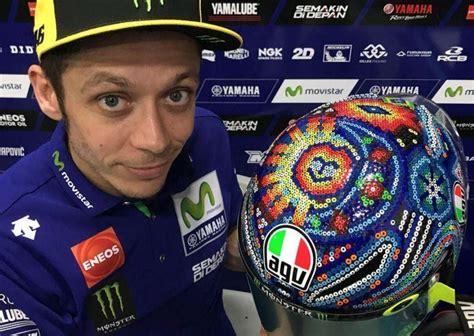 helm terbaru valentino di musim balap motogp 2018