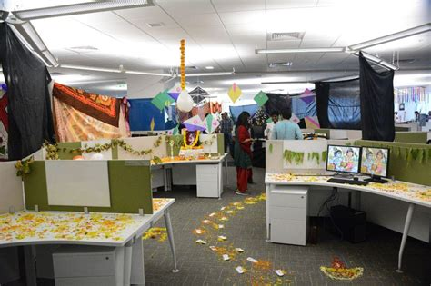 bay decoration themes for in office bay decorations 2014 realpage office photo glassdoor