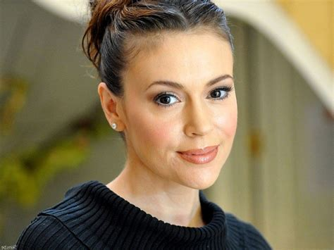alyssa milano called out melania trump for her giant