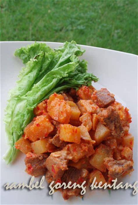 Wajan Goreng Kentang mr copas aneka hidangan makanan khas hari raya idul
