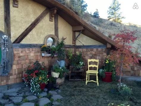 hobbit hole washington woman building tiny hobbit style homes in chelan wa