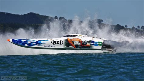 offshore power boats racing total oil racing at the nz offshore powerboat race in