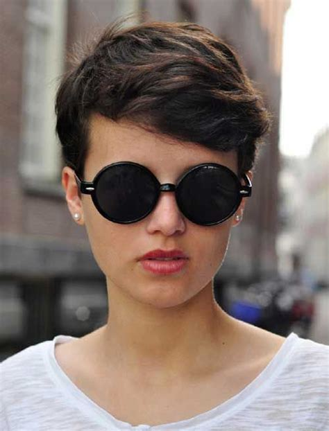 pixie cut for oval face 15 adorable short haircuts for women the chic pixie cuts