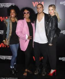 Ashlee Approves Of Big Sis Relationship by Evan Ross Looks Scruffy At Premiere With Stylish