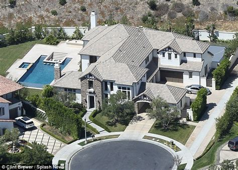 i kate house katie holmes offers 1 000 reward after daughter suri s