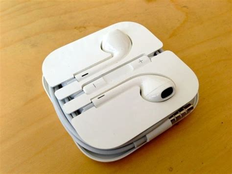 iphone 5 s new earpods more bass than dre s beats earbuds impressions cult of mac