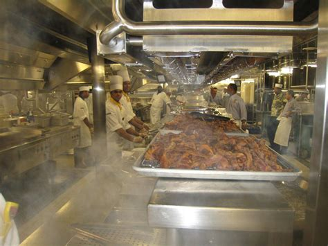 Kitchen On Cruise Ships Bei 223 En Gedanken The World Largest Cruise Ship