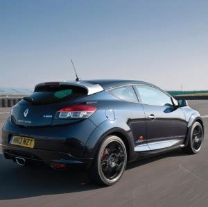 home wot f1 inspired renault megane rs hot hatch unveiled w renault launch f1 inspired limited edition red bull