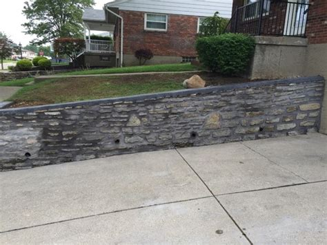 paint retaining wall in driveway