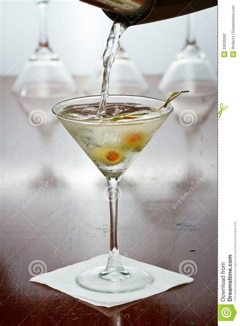 martini photography pouring a martini stock photography image 33633062