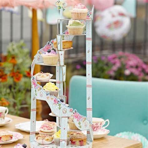 Etagere Cupcakes Hochzeit by Etagere Quot Bl 252 Ten Quot Zur Hochzeit Weddix De