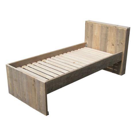 bed van steigerhout steigerhout bed met hoofdbord een of tweepersoons naar