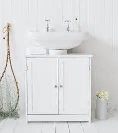 Make use of bathroom sapce with under sink bathroom cabinets