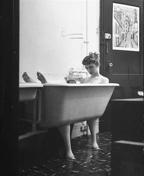 Bathtub Reading by Todos Somos Contingentes Ba 241 Era