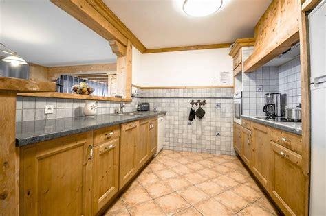 cuisine ouverte sur s駛our location 233 t 233 la rosi 232 re appartement dans chalet ourson 2