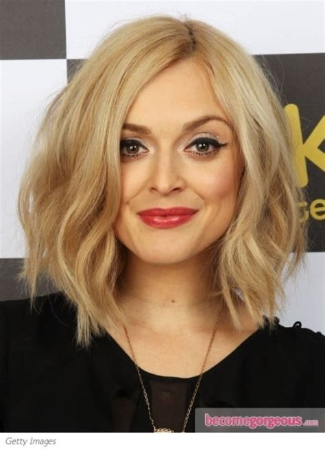 why does lob flip out wavy angled bob hair and beauty pinterest wavy