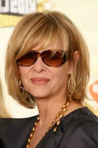 medium layered hairstyle for 60 kate capshaw short blonde messy haircut with bagns for