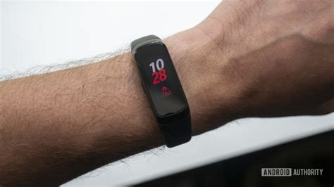 samsung galaxy fit samsung galaxy fit review is samsung s cheap fitness tracker worth it