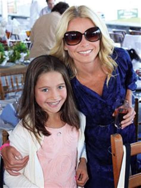 kelly ripas gorgeous daughter teaches mom how to take a kelly ripa s daughter is all grown up and gorgeous just