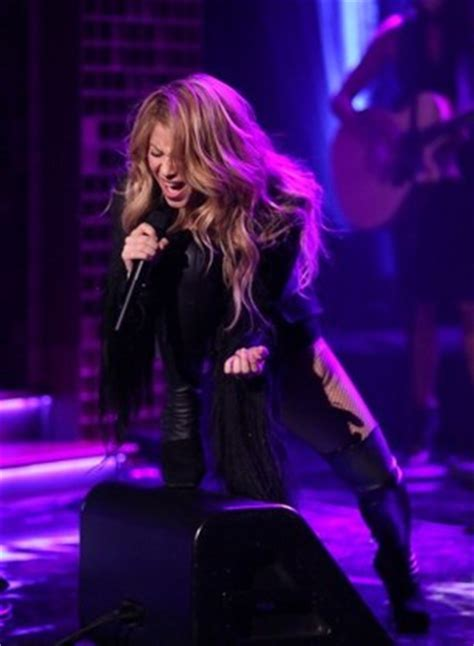 shelton shakira perform new duet shakira gets interviewed performs quot empire quot on quot the