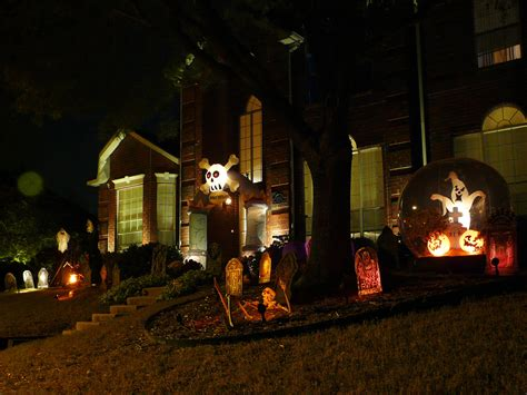 how to make halloween decorations at home spooky outdoor decorations for the halloween night
