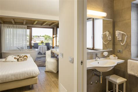 motel bergamo con vasca idromassaggio hotel con idromassaggio in hotel spa miramonti