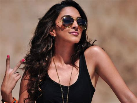 kiara advani hot pics free kiara advani new rising indian film actress very hot and