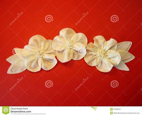 imagenes de flores japonesas en tela flores artificiales blancas de la tela fotos de archivo